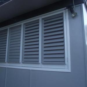 Aluminium Shutters with Flyscreen provide ultimate privacy and keeps the bugs out. Aluminium Shutters allow you to control the light and air flow into your home but the added flyscreen allows you to open your shutters with the intial privacy the shutters supply.